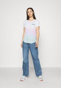 Hollister Co. - SSEASY CORE - Print T-shirt - wash - 1
