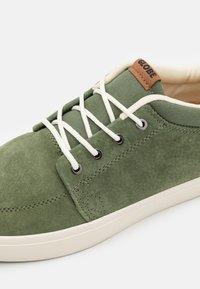 Globe - CHUKKA - Zapatillas skate - olive - 5