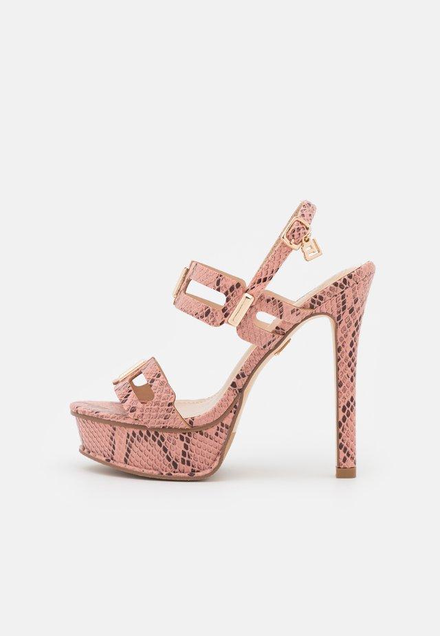 Sandały na platformie - light pink