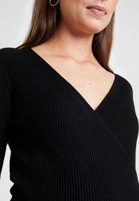Anna Field MAMA - Stickad tröja - black - 6