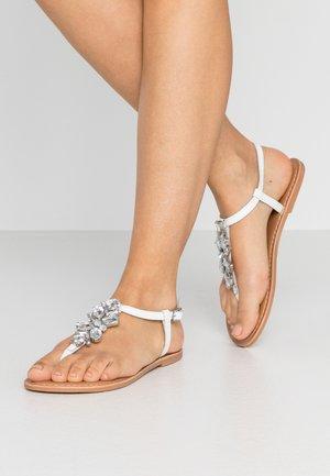 WIDE FIT JOSIE TOEPOST - T-bar sandals - white