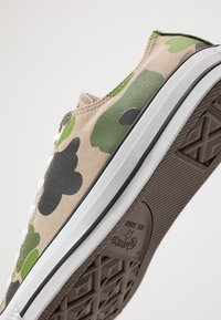Converse - CLASSIC CHUCK - Sneakers basse - black/candied ginger/white - 5
