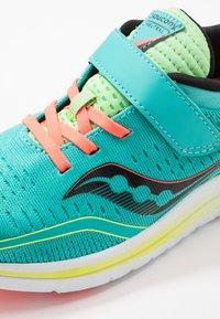 Saucony - KINVARA 11  - Chaussures d'entraînement et de fitness - mutant - 2