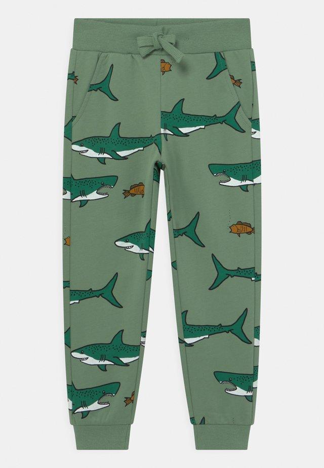 MINI SHARK - Pantalones deportivos - light green
