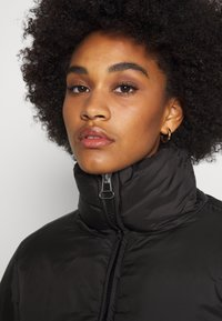 Weekday - HEDDA PUFFER JACKET - Zimní bunda - black - 3