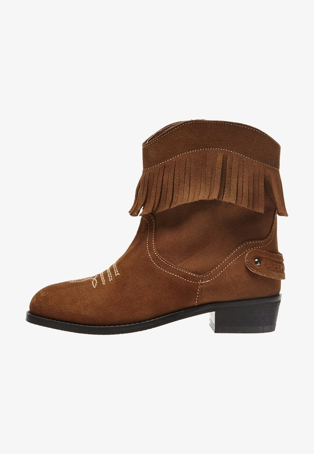 WESTERN FRINGES - Cowboy/biker ankle boot - cognac