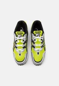 ASICS SportStyle - GEL-1090 UNISEX - Sneakers basse - lime zest/black - 3