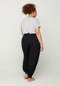 Active by Zizzi - WITH POCKETS - Tracksuit bottoms - black - 2