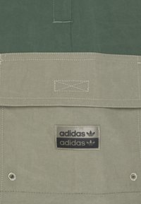 adidas Originals - UTILITY TWO IN ONE ORIGINALS - Cargo trousers - green oxide/clay - 5