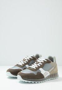 Bogner - ESTORIL - Tenisky - brown/white/beige - 2