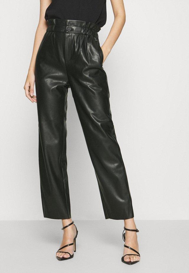 NIKA - Pantalon classique - black