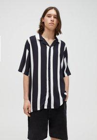 PULL&BEAR - Košile - black - 2