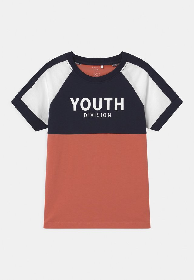 NKMDAKKI  - Print T-shirt - apricot brandy