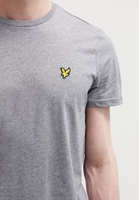 Lyle & Scott - T-shirt - bas - mid grey marl - 3