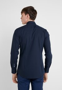 HUGO - KERY SLIM FIT - Formal shirt - navy - 2