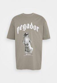 Pegador - NAJA TEE - Triko spotiskem - washed frost gray - 0