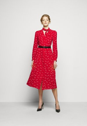 SIGNTRE LOGO - Sukienka koszulowa - crimson