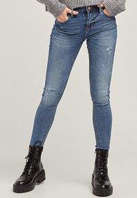 Stradivarius - Jeans Skinny Fit - blue denim - 0