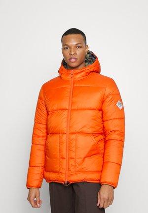 BEACON REVERSIBLE HIKE QUILT - Vinterjakke - burnt orange