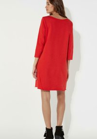 Tezenis - MIT U-BOOT-AUSSCHNITT - Jersey dress - red lipstick - 1