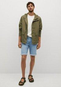 Mango - Denim shorts - azul medio - 1