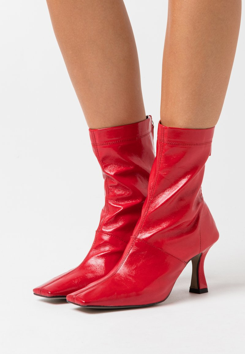 Topshop - VEGAN VIVA FLARED BOOT - Bottines à talons hauts - red