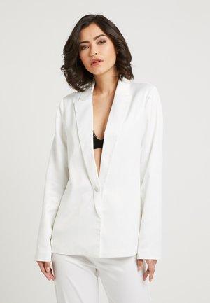 ZALANDO X NA-KD - Krátký kabát - white