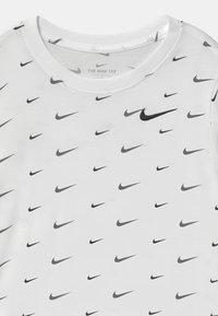 Nike Sportswear - T-shirt med print - white/black - 2