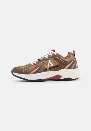 OSERRA S-SP UNISEX - Sneakersy niskie - tobacco brown/dark earth