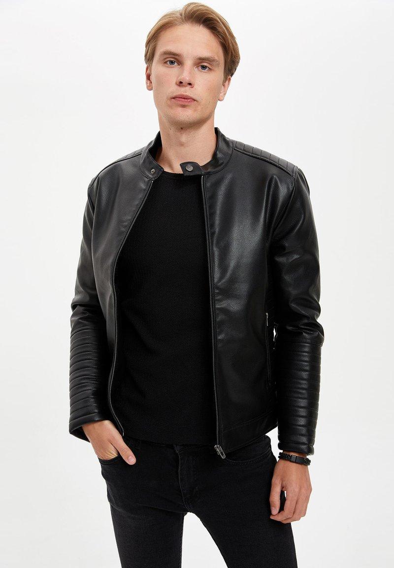 DeFacto - Veste en similicuir - black