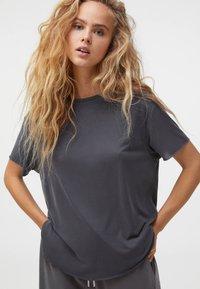 OYSHO - Basic T-shirt - grey - 0