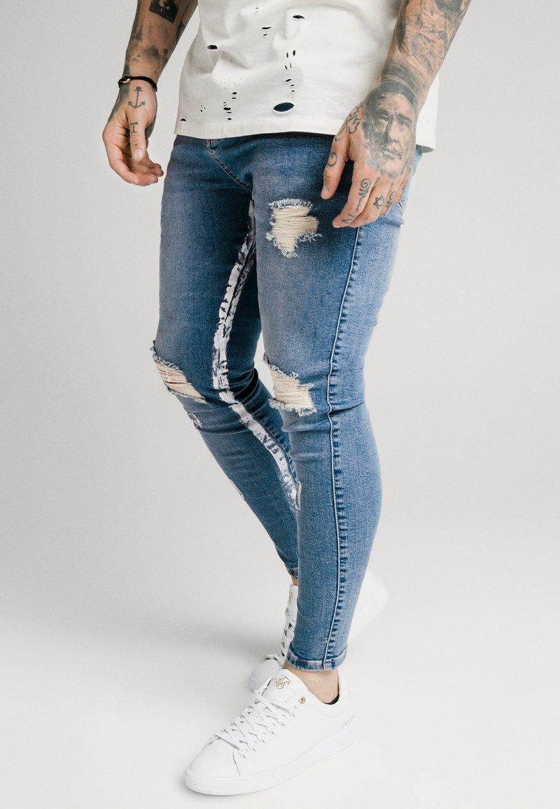 SIKSILK - SKINNY DISTRESSED PAINT - Jeans Skinny Fit - midstone/white