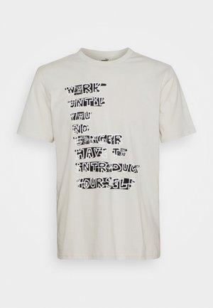 GRAPHIC TEE - Print T-shirt - vaporous gray