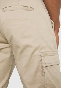 Only & Sons - ONSCAM STAGE CUFF - Cargo trousers - chinchilla - 5