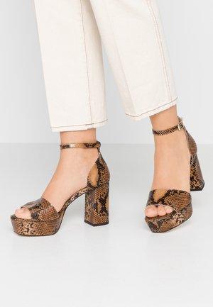 VISIRE - Sandały na obcasie - camel
