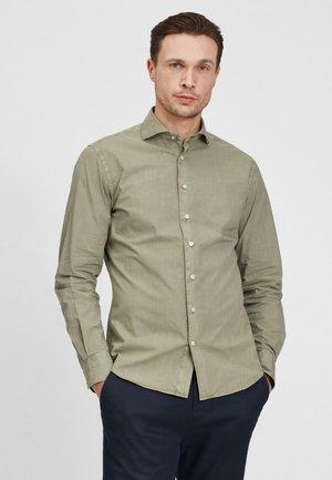 SLIM FIT  - Overhemd - green