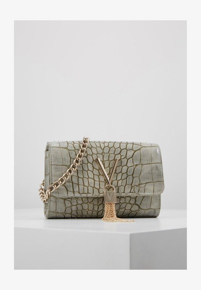 AUDREY - Across body bag - grigio