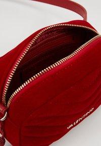 Valentino Bags - CARILLON - Rumpetaske - rosso - 3