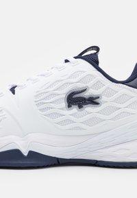 Lacoste Sport - SCALE HC - Multicourt tennis shoes - white/navy - 5