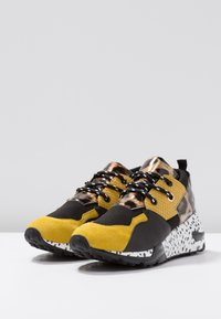 Steve Madden - CLIFF - Joggesko - yellow/multicolor - 4
