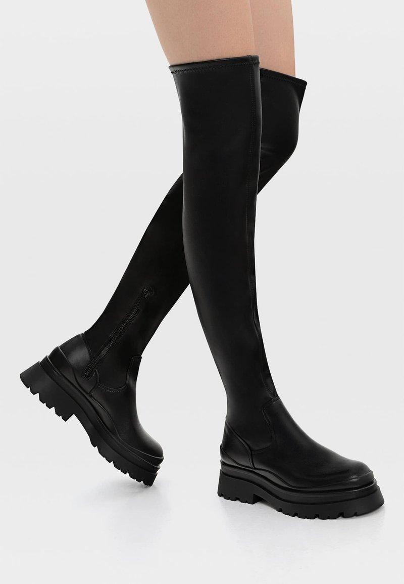 Stradivarius - FLACHE MIT PROFIL - Stivali sopra il ginocchio - black