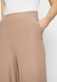 Nly by Nelly - WIDE POCKET PANTS - Bukse - beige - 4