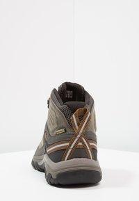 Keen - TARGHEE III MID WP - Hikingsko - black olive/golden brown - 3