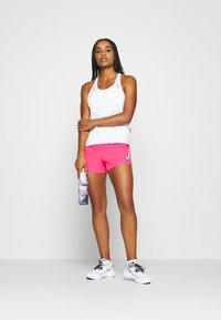 Nike Performance - SHORT - Pantalón corto de deporte - hyper pink/lucky green - 1