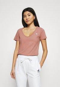 Abercrombie & Fitch - VNECK 3 PACK - T-shirt basic - light blue/white/dark pink - 2