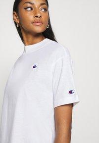Champion Reverse Weave - Print T-shirt - white - 5