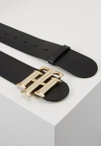 Tommy Hilfiger - HIGH WAIST LOGO BELT  - Vyö - black - 1
