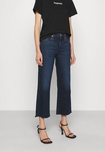 CROPPED ALEXA LUXVINCHA - Flared Jeans - dark blue