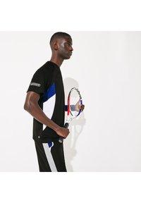 Lacoste Sport - TH4827 - Print T-shirt - noir / bleu / blanc / blanc - 2