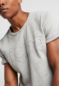 Tigha - MILO LOGO - Print T-shirt - grey melange - 5